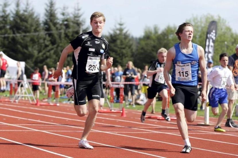 I FORM: Morten Endresen (t.v) løper Mailekene og kommer på andre plass.                        Foto: Privat